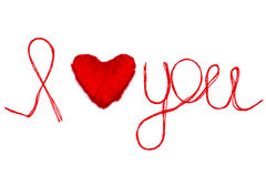 Aimez-vous des mots et symbole de coeur fait de fil rouge sur les FO blanches Photos libres de droits