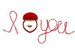 Aimez-vous des mots et symbole de coeur fait de fil rouge sur les FO blanches Photo stock