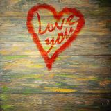 Aimez-vous salutation de coeur sur le fond en bois affligé de texture grunge de vintage peint Photographie stock libre de droits