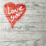 Aimez-vous salutation de coeur sur le fond en bois affligé de texture grunge de vintage peint Photos libres de droits