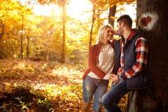 Aimez, voyagez, des relations et concept de datation - couple romantique Photographie stock libre de droits