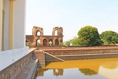 Aincent arquea los tanques de agua y arruina el bijapur Karnataka la India imagen de archivo