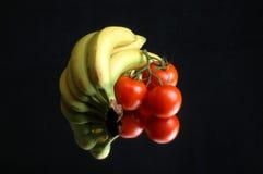 Ainda banana e tomate da vida Imagens de Stock Royalty Free