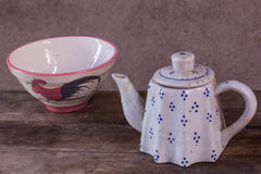 Ainda chaleira cerâmica clássica da vida com copo Imagem de Stock Royalty Free