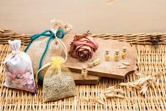 Ainda composição da vida com caixa de madeira e as garrafas de vidro pequenas Imagem de Stock Royalty Free