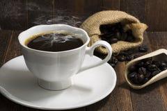 Ainda copo de café da vida no fundo de madeira Fotografia de Stock Royalty Free