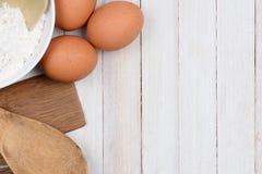 Ainda cozimento da vida com ovos Imagens de Stock