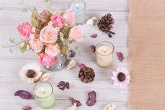 Ainda flor da rosa do rosa da decoração interior da vida em um vaso Imagem de Stock Royalty Free