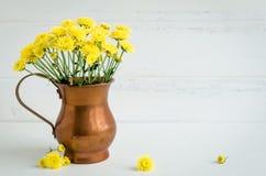 Ainda flores do amarelo do crisântemo da vida Foto de Stock