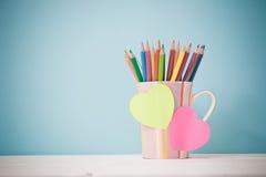 Ainda lápis da cor da vida no copo colorido Imagens de Stock