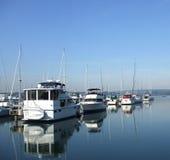 Ainda manhã no porto Imagens de Stock Royalty Free