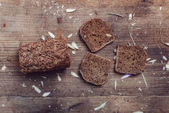 Ainda pão de centeio da vida em uma tabela de madeira Fotos de Stock