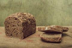 Ainda pão de centeio da vida em uma tabela de madeira Fotos de Stock Royalty Free