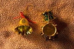 Ainda sino da vida com plástico do brinquedo do cilindro no Natal da tela Fotografia de Stock Royalty Free