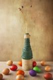 Ainda vaso colorido dos ovos da páscoa da vida Imagem de Stock