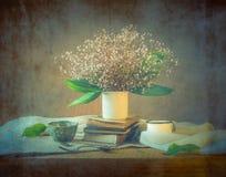 Ainda verão pequeno da arte do vintage da flor do ramalhete da vida fotos de stock