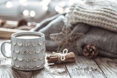 Ainda vida acolhedor com o copo do chá Imagem de Stock