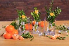 Ainda vida bonita das flores e do fruto Imagens de Stock Royalty Free