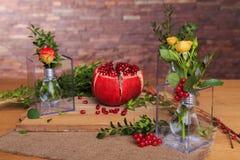 Ainda vida bonita das flores e do fruto Fotos de Stock Royalty Free