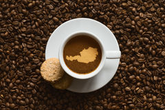 Ainda vida - café com o mapa de Áustria Foto de Stock Royalty Free
