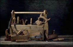 Ainda vida - caixa de ferramentas de madeira velha Imagem de Stock