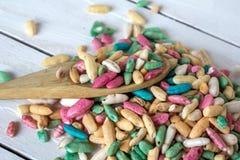 Ainda vida com arroz doce com o esmalte do açúcar no fundo de madeira Imagens de Stock
