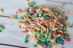 Ainda vida com arroz doce com o esmalte do açúcar no fundo de madeira Foto de Stock