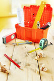 Ainda vida com as ferramentas de funcionamento na bancada de madeira Fotografia de Stock