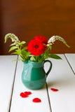 Ainda vida com as flores no vaso. Fotos de Stock