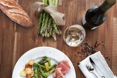 Ainda vida com aspargo e vinho Fotografia de Stock