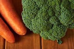 Ainda vida com brócolis e cenouras Fotografia de Stock
