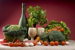 Ainda vida com bróculos, repolho, bacon, tomates Imagens de Stock