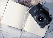 Ainda vida com câmera velha Foto de Stock Royalty Free