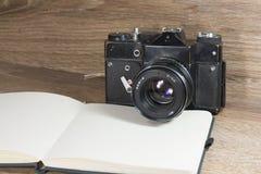 Ainda vida com câmera velha Imagem de Stock Royalty Free