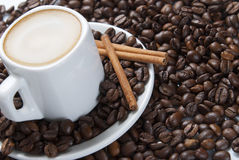 Ainda vida com café e canela. Imagens de Stock