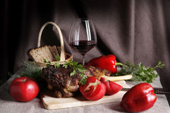 Ainda vida com carne e vegetais Imagens de Stock