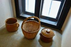 Ainda vida com cesta Fotos de Stock Royalty Free