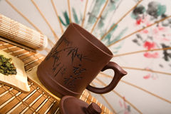 a Ainda-vida com chá e chinês pode Fotos de Stock