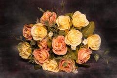 Ainda vida com conceito da obscuridade do ramalhete das rosas Fotos de Stock Royalty Free
