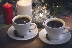 Ainda vida com copos e velas de café Imagens de Stock Royalty Free