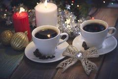 Ainda vida com copos e velas de café Fotos de Stock Royalty Free