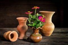 Ainda vida com crânio e livro, vaso de flor Imagem de Stock Royalty Free