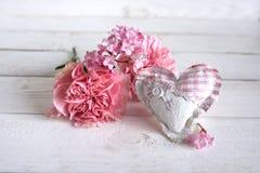 Ainda vida com cravos cor-de-rosa Imagens de Stock