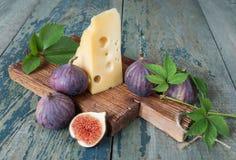 Ainda vida com figos e queijo Fotografia de Stock Royalty Free