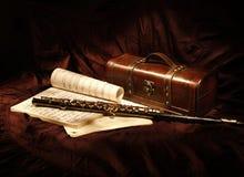 Ainda vida com flauta, escova pintada da luz fotografia de stock