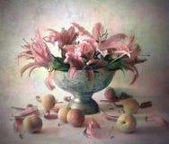 Ainda vida com flores Fotografia de Stock Royalty Free