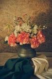 Ainda vida com flores bonitas Fotografia de Stock