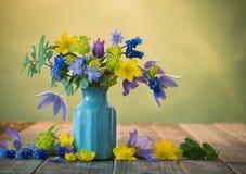 Ainda vida com flores bonitas Imagens de Stock