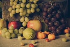 Ainda vida com frutas Imagens de Stock Royalty Free