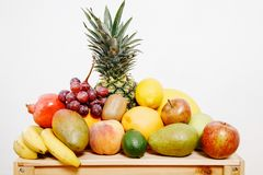 Ainda vida com frutas Caixa com fruto Imagens de Stock Royalty Free